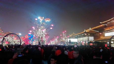 西安再现长安城的灯火辉煌,大唐不夜城成网红打卡地!