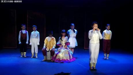 童星频道上演的话剧《一仆二主》,孩子们的演出太棒了!