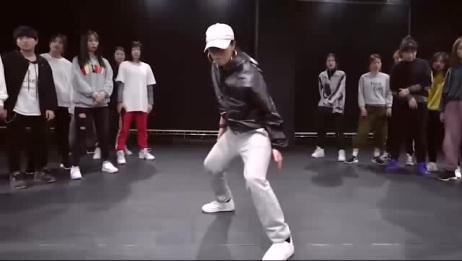 最近这个视频火了:美女跳舞太帅了,围观的观众尖叫声一片