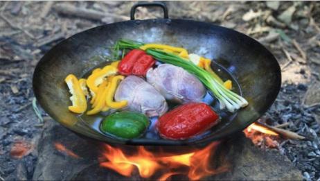 野外露营:农村小哥用原始方法来煮鸡心吃,这味道堪比五星级大厨