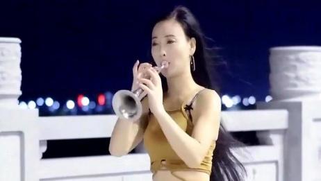 女歌手唢呐独奏《南泥湾》,唢呐声一响,瞬间就爱上这首曲子!