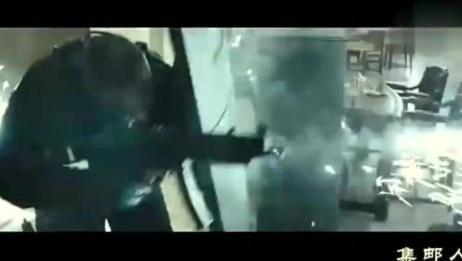 《突袭国庆日》:与全副武装的劫匪在银行进行枪战