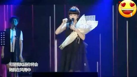 网红女主播文儿演唱会一首《给所有知道我名字的人》唱哭了所有人