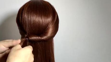 发型师给准婆婆这样扎头发,瞬间成为婚礼场上最高雅的女人