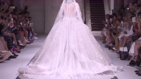 满满都是钻石的白色婚纱也太让人惊艳了,真的好美啊