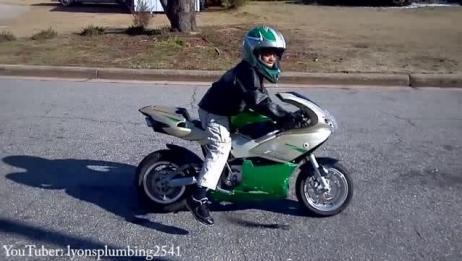 小P孩 v.s 摩托车
