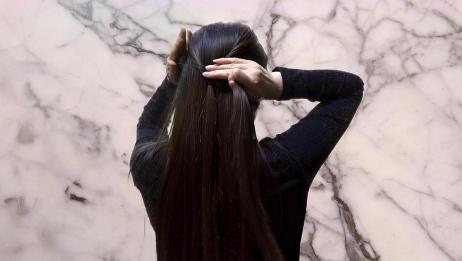 30岁左右的女人这样扎发,扭一扭扎一扎,发型瞬间减龄好几岁