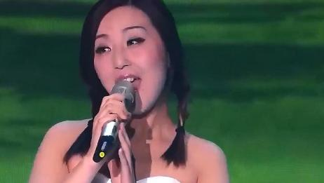 全职妈妈唱《卓玛》,声音太纯净了,一开嗓评委直夸好听
