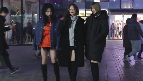 三里屯街拍,冬季夜晚北京街头,小姐姐穿出了初夏的感觉