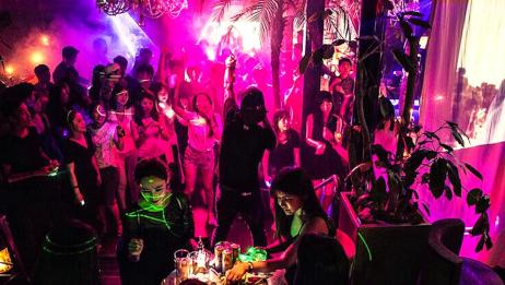 韩国某艺人曾前往有新冠确诊患者的梨泰院club 曾向医疗团队捐款