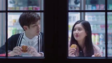 """耳朵一句""""我想吃月饼"""",叶抒微立马满足她的要求,两人画面太甜"""