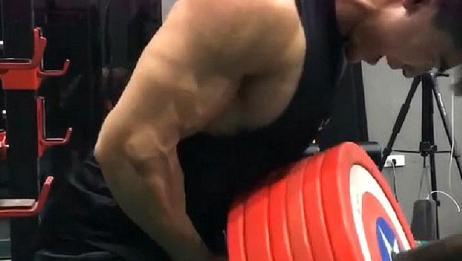健身房遇到的大神,这训练可不是谁都能顶得住的!