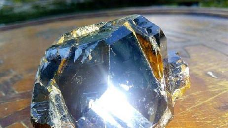 全球最贵的石头,1克2亿人民币,捡到了也不一定认识