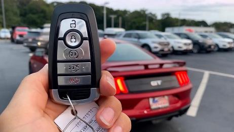 2020款福特野马GT按下钥匙,近距离了解后,给个不买的理由!