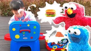 枫枫的托马斯厨房玩具,芝麻街艾摩也来吃汉堡