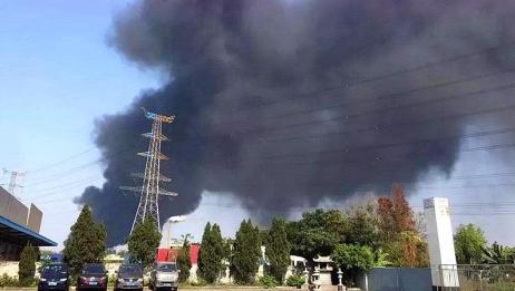 东莞厂房突发火灾!火苗冲出10米现场浓烟滚滚,已是本月第9起