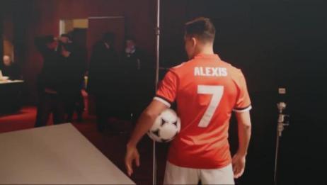 曼联官宣桑切斯加盟球队 看看桑切斯体检签约的幕后花絮