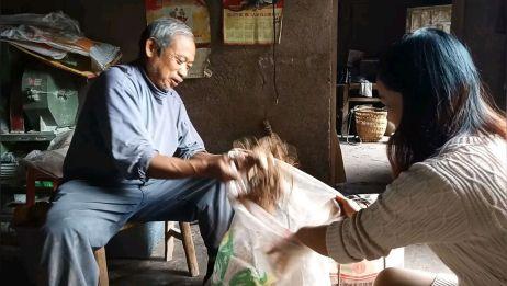 四川南充:农村老爸辛苦种的东西,没有销路,女儿拿到网上去销售