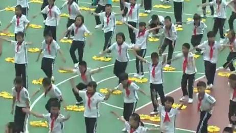 隆回县万和学校千人经典诵读