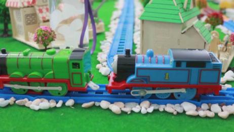 火车站的东西丢了,托马斯小火车亲子玩具故事