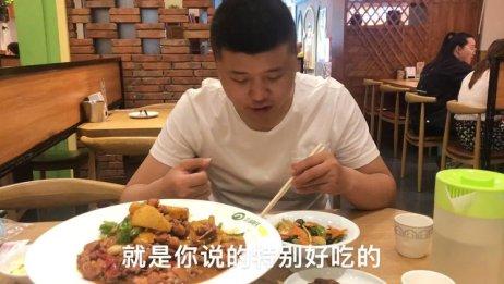 石家庄胡氏大盘鸡,好吃到爆,两个人满满的一份吃个精光。