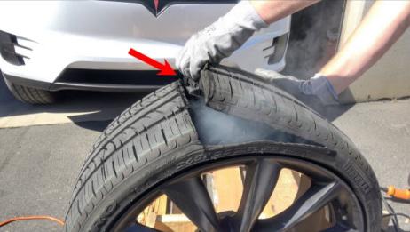 为什么汽车轮胎没有内胎还能不漏气?老外暴力拆解,看完秒懂!