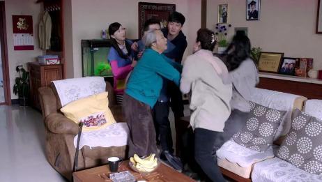 苏小亚的母亲横行霸道,谁知此时年迈的奶奶心脏病复发,危在旦夕