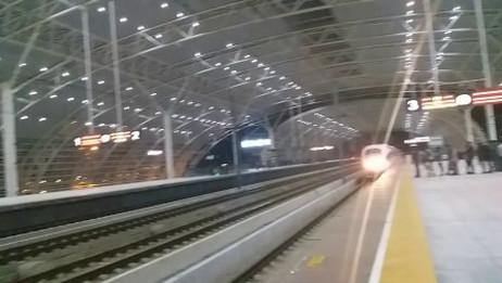 G135次到达无锡东站