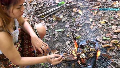 农村漂亮小姐姐做美食,用石板烤螃蟹,烤得流油了