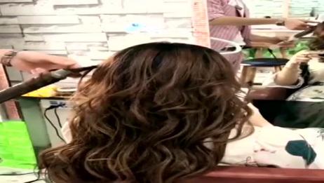 脸大的妹子剪这款发型一定会显脸小,以后再也不用愁面对男神了!