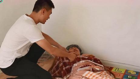 母亲病重卧床,媳妇认为是拖累,孝顺的儿子,做法令人感动