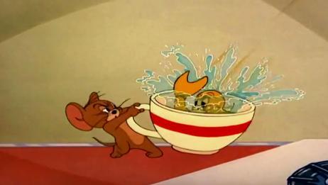 猫和老鼠:老鼠看见猫咪在煮小金鱼,吓得锅砸猫脑袋,惊险救鱼