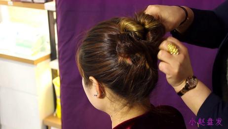 这样扎头发早上出门很节省时间,用手捋一捋就能搞定,简单易学