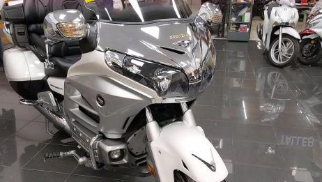 收藏级摩托,本田六缸大金翼,相当霸气!