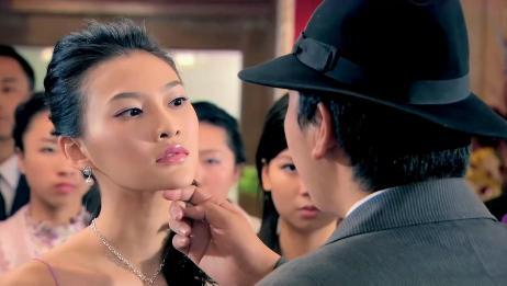 特务出言羞辱美女,不料美女反手一巴掌:中国女人不是任人欺负的