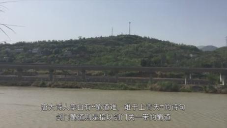 在四川,实拍西成高铁驶进广元,看看速度有多快!
