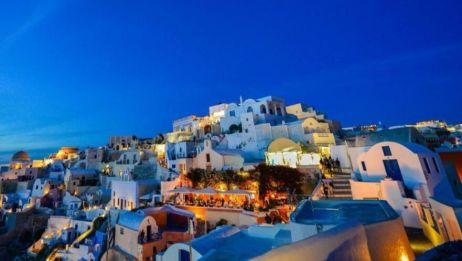 这个小镇比西西里还美,然而却建立在悬崖之上,你会腿软吗?