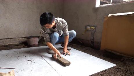 装修师傅教你怎么调整十字缝,铺砖的时候就要完成,学习了