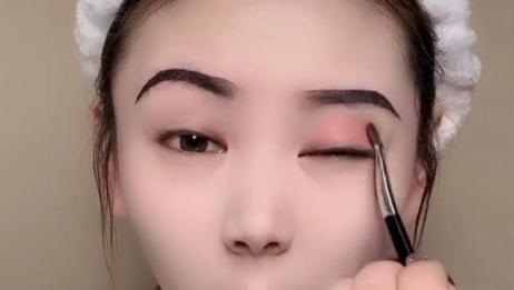 单眼皮妹子化妆前和化妆后,简直不敢相信自己的眼睛