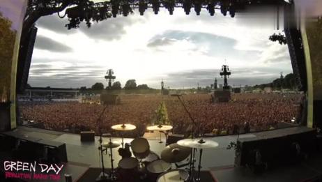 绿日乐队演唱会,6万多人唱《波西米亚狂想曲》,简直太震撼!