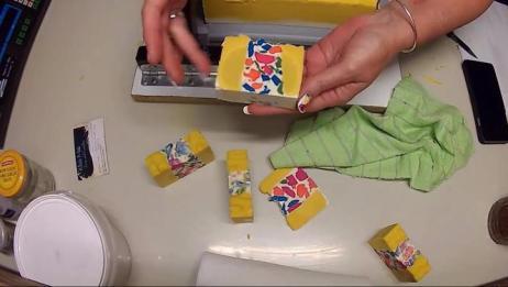 彩色玻璃手工皂制作过程实拍