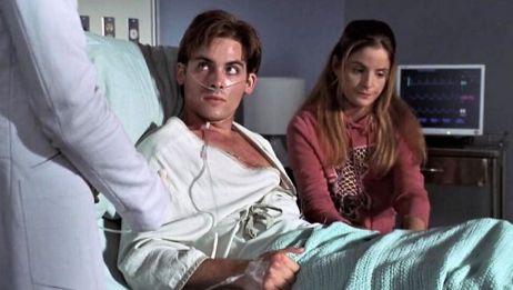 《怪医03》小伙翘课搞运动,因过量而昏迷,女友却内疚起来!