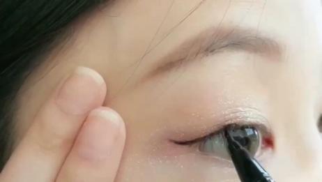 10秒搞定你的眼线 眼线也可起到放大双眼的效果,很多宝宝们说不会画,其实很简单哦!