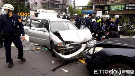 台湾新北区传出多声枪响,数名警员接连受伤送医,重大通缉犯被抓