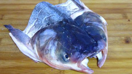 小伙25块钱买了一个鱼头,回家这样做,吃起来真是太爽了