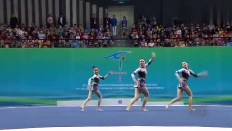 国内女生表演杂技体操,高难度动作太让人佩服了