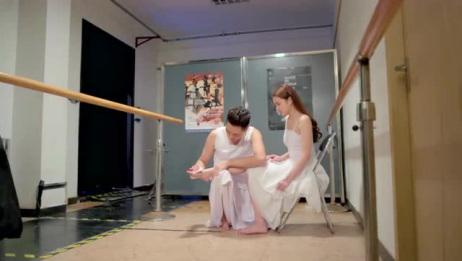 美女跳舞腿受伤,帅哥揉着揉着,居然做出这样的事情