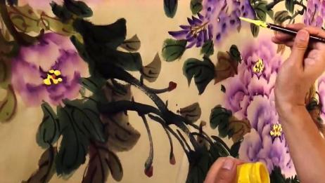 国画:紫色牡丹的画法展示,寥寥数笔点花蕊,值得收藏!