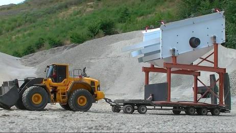 RC遥控车:装载机拖动庞然大物,动力逆天了!