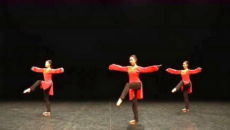 汉唐古典舞教学示范,小腿灵活性训练第一步,看似简单却需要功力